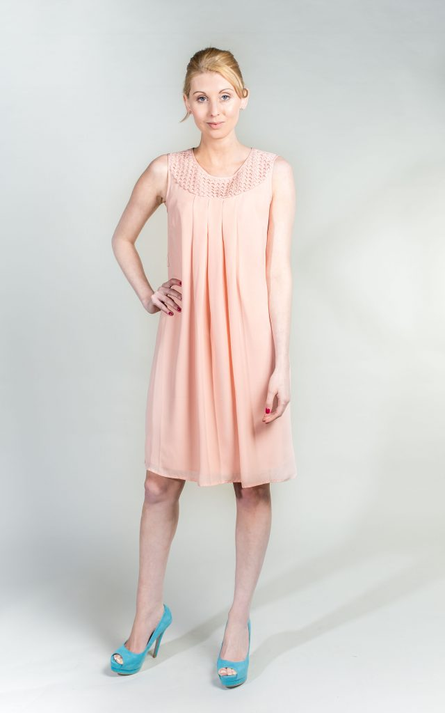 Want her dress - 837